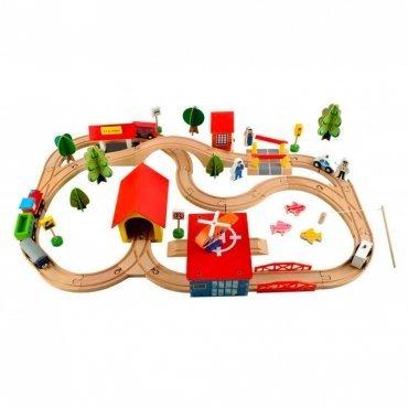 Pista Treno In Legno Con Edifici E Binari