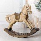 Il cavallo a dondolo in legno: un gioco antico senza tempo